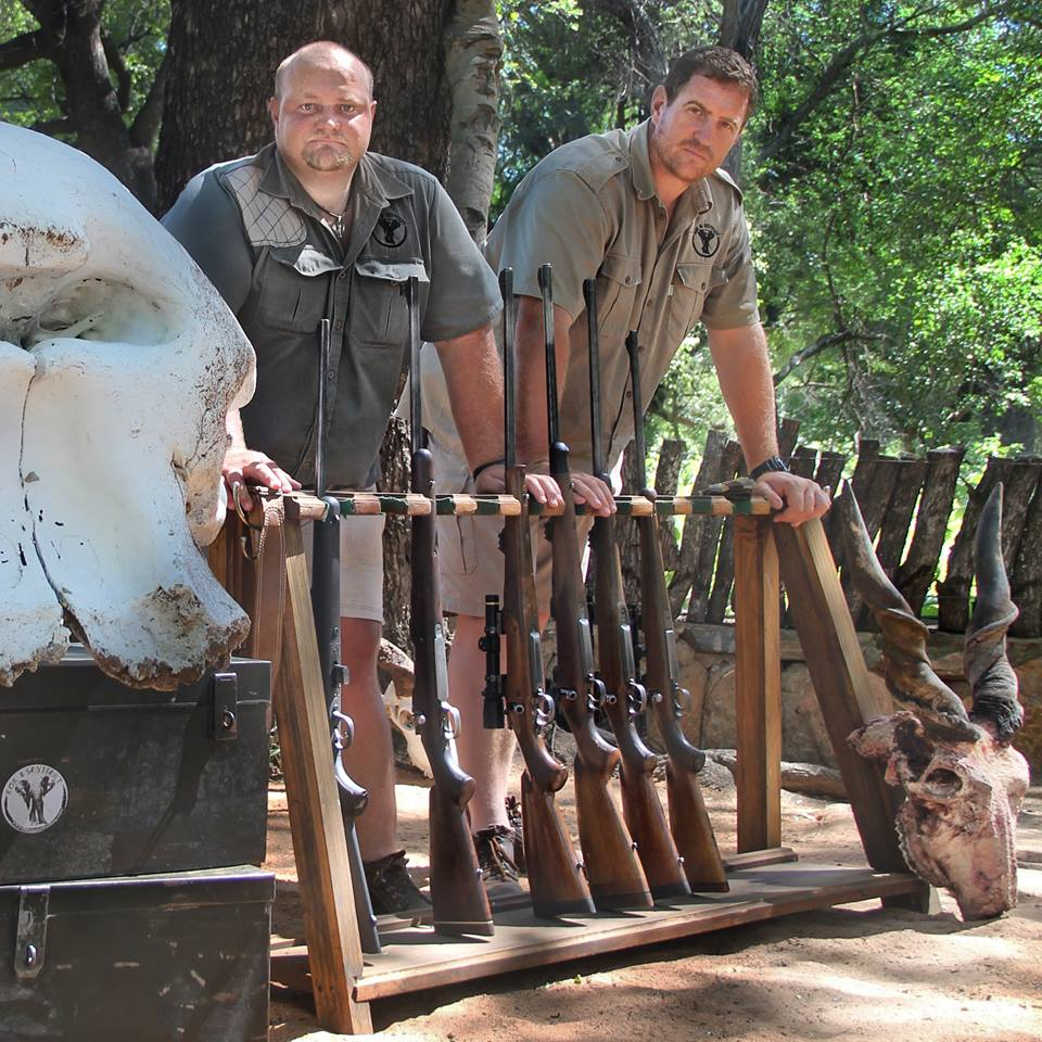 cape buffalo hunting johan and kobus